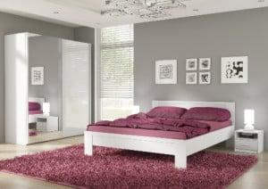 Biela moderná spálňa