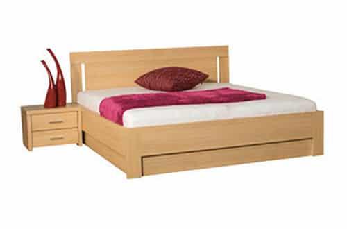 Moderná drevená posteľ