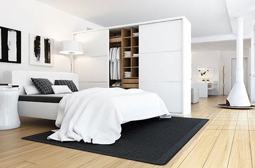 Moderná spálňa so vstavanou skriňou