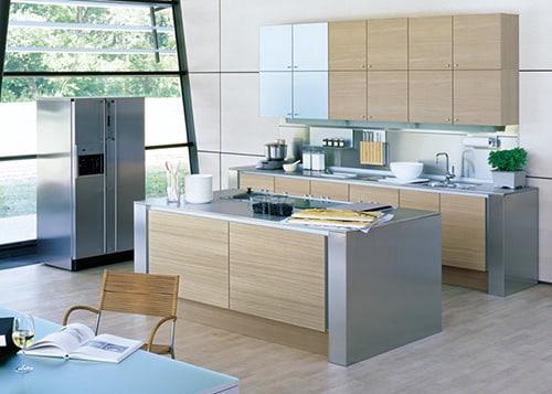 Moderná kuchyňa z nerezu