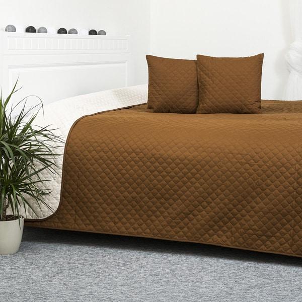 Hnedá prikrývka na posteľ
