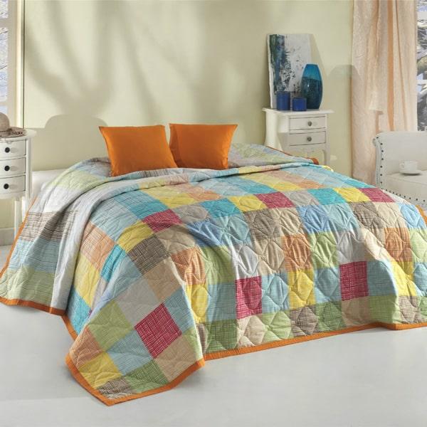 Kockovaná prikrývka na posteľ