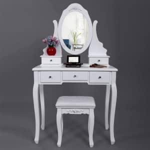 Klasický toaletný stolík