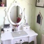 Malý toaletný stolík