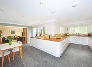 Veľká biela kuchyňa